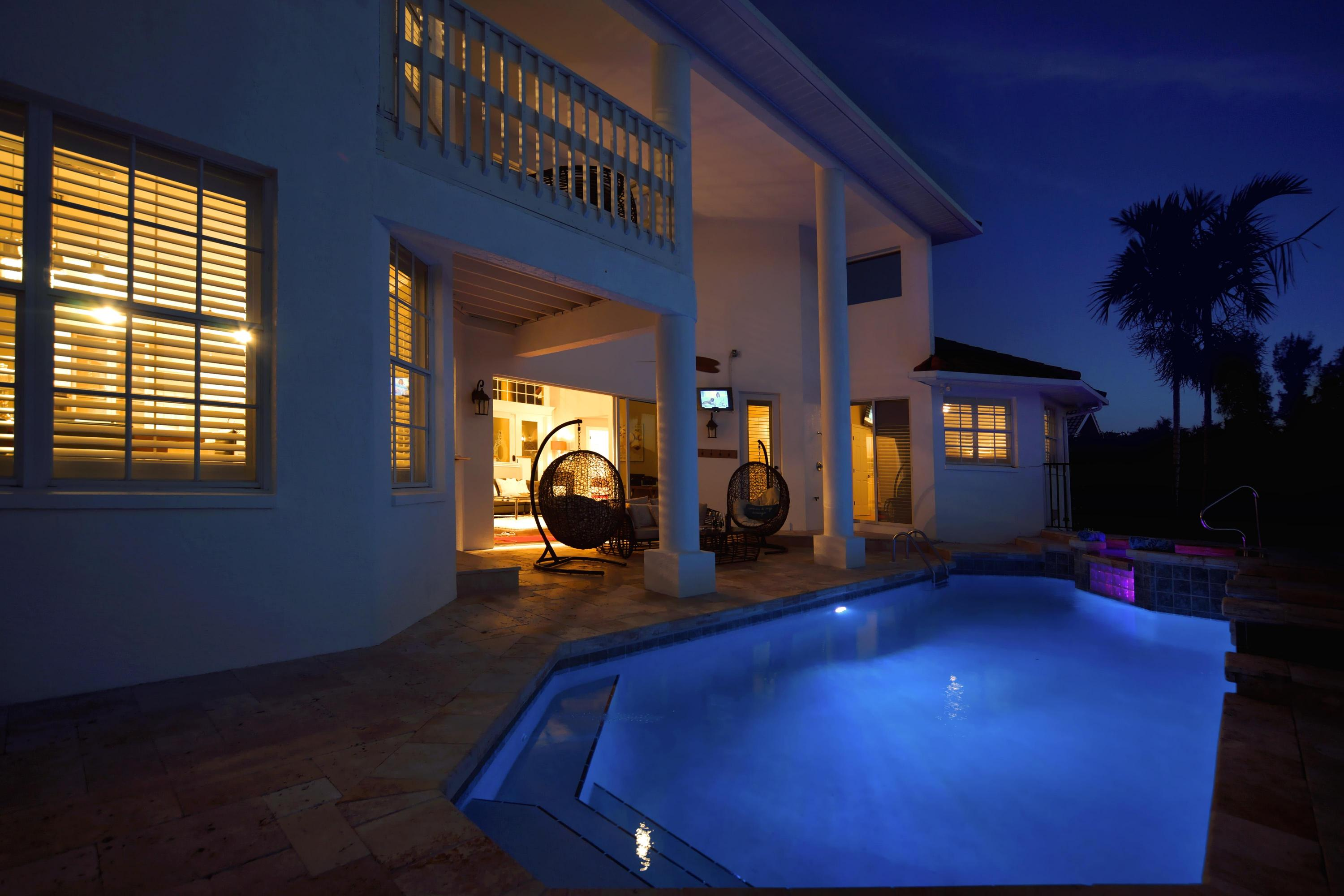 night-pool-in1.jpg